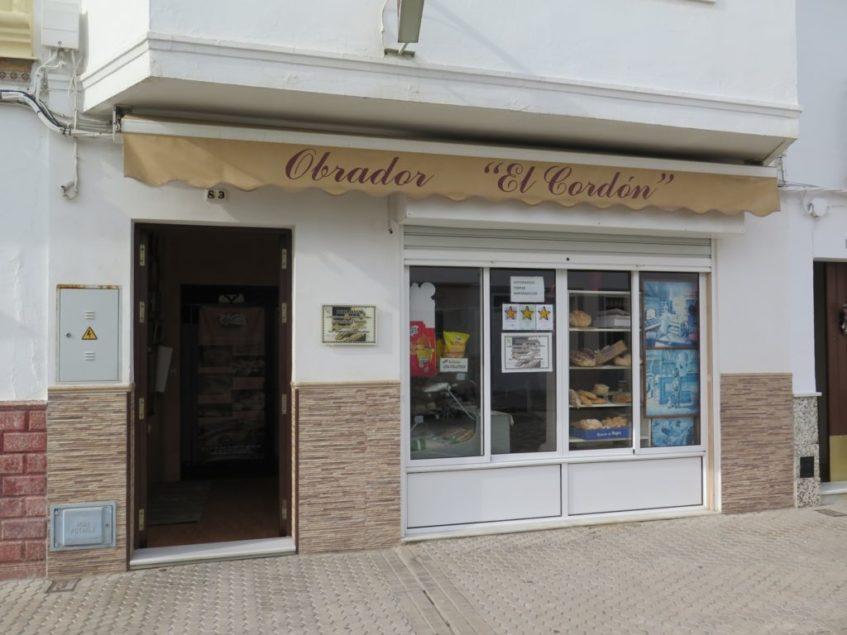 El obrador de los Cordón permanece inmutable en la céntrica calle Carrera, tal y como lo fundó su creadora Araceli Cordón. Foto: CosasDeComé.