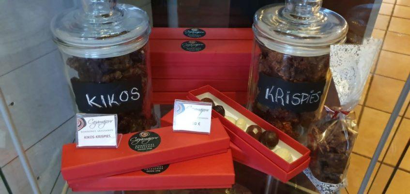 Cajas pequeñas de bombones y bolsas de rocas del propietario de El Salmorejo. Foto cedida por el establecimiento.