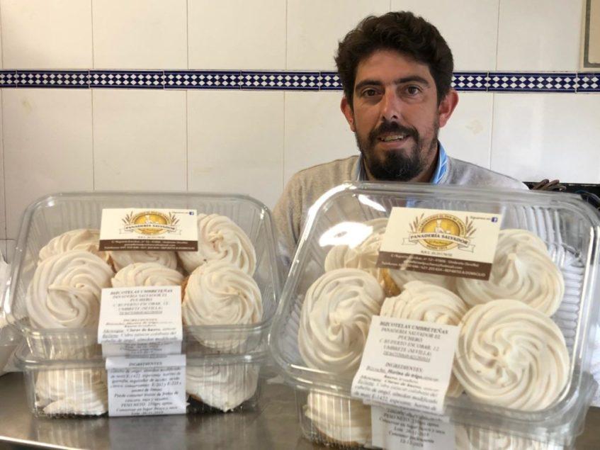 La recuperación de las típicas bizcotelas umbreteñas por parte de Francisco Barragán ha sido todo un éxito. Foto: CosasDeComé
