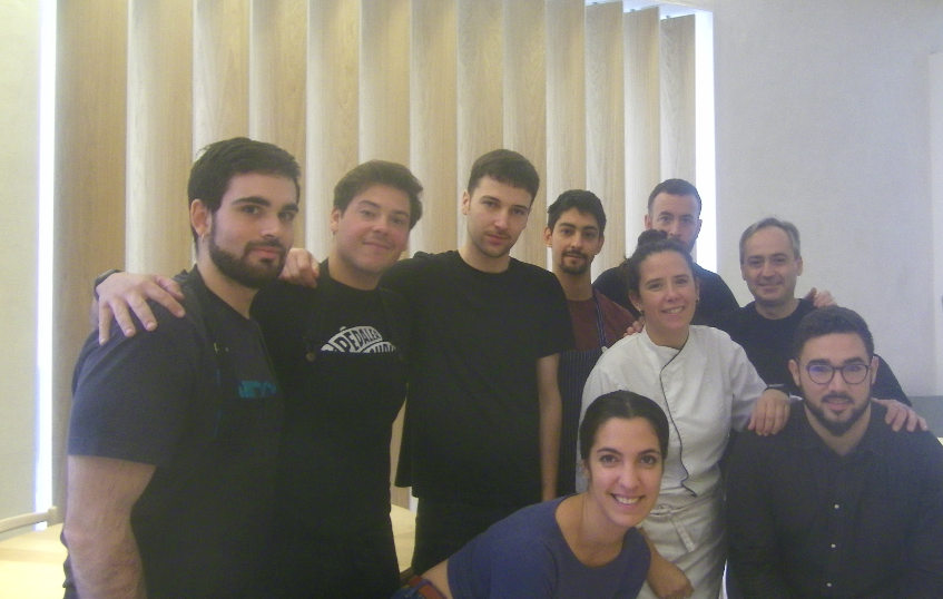Equipo de Meridional entre los que se encuentran los chefs sevillanos Andrés Mato y Rafael De Rosa. Foto cedida por el establecimiento.