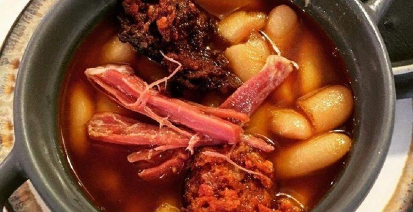 Fabada asturiana del restaurante El Sella de Sevilla