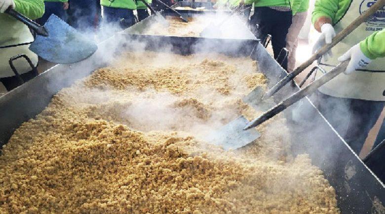 Los 1600 kilos de migas solidarias de Lora del Río