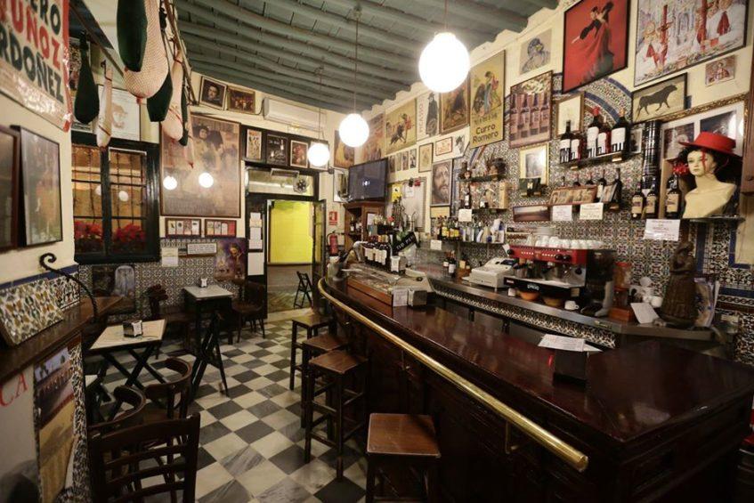 La oferta gastronómica de Casa Plácido se basa en tapas tradicionales de la cocina sevillana. Foto cedida por el establecimiento.