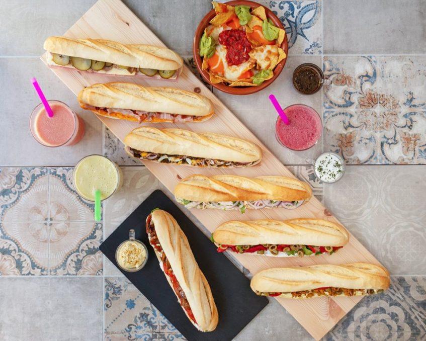 Los bocadillos del Bocaíto de la calle Feria también se encuentran en esta aplicación donde proliferan panaderías, fruterías y locales de comida para llevar. Foto cedida por el establecimiento.