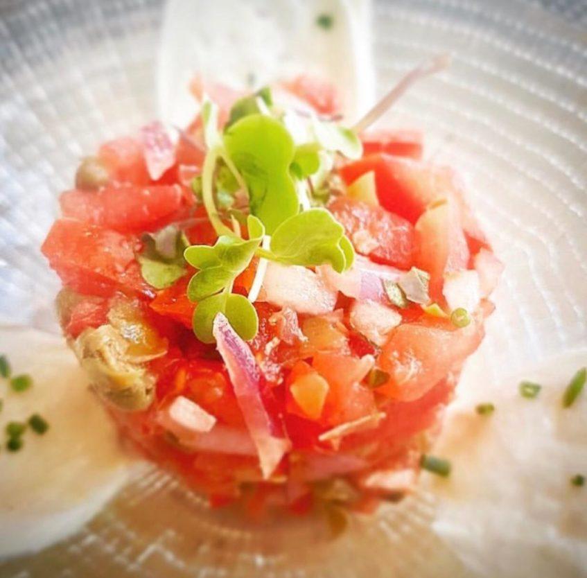 Tartar de atún con ajoblanco de jengibre, nueva incorporación de La Brunilda. Foto cedida por el establecimiento