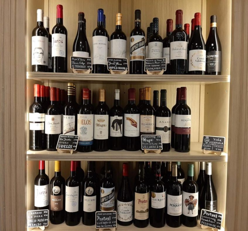 El propietario del establecimiento, Joaquín Solís Tarín, es un gran amante de los vinos. Foto cedida por Casa Tarín