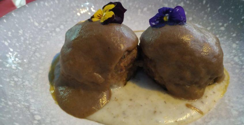 Albóndigas de presa ibérica con salsa de boletus. Foto cedida por el establecimiento