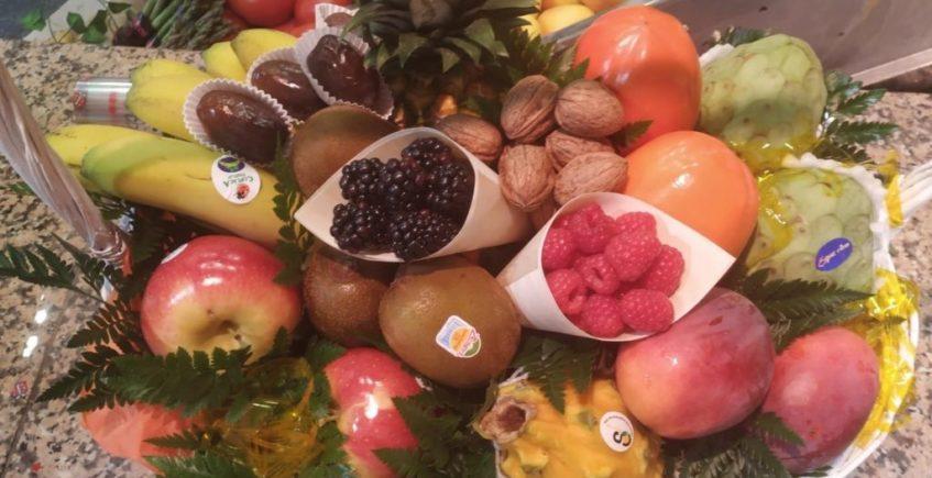 Las cestas de frutas resultan muy atractivas para los clientes de Casa Piculi. Foto cedida por el establecimiento