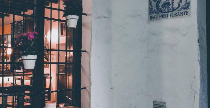 Besana Tapas inaugura terraza en un mítico callejón utrerano