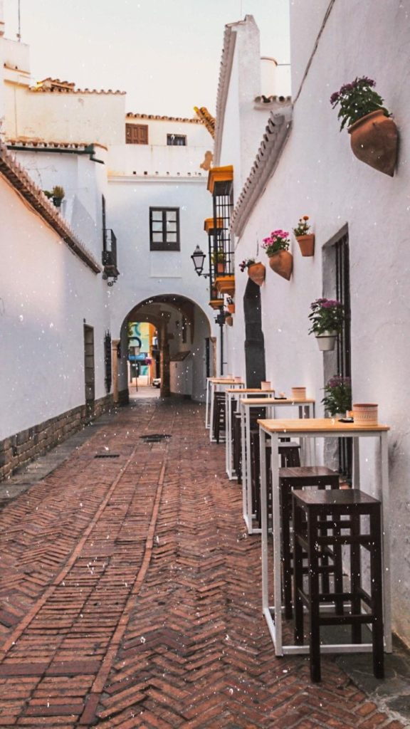 La terraza de Besana se encuentra en el callejón del Niño Perdío de Utrera. Foto cedida por el establecimiento