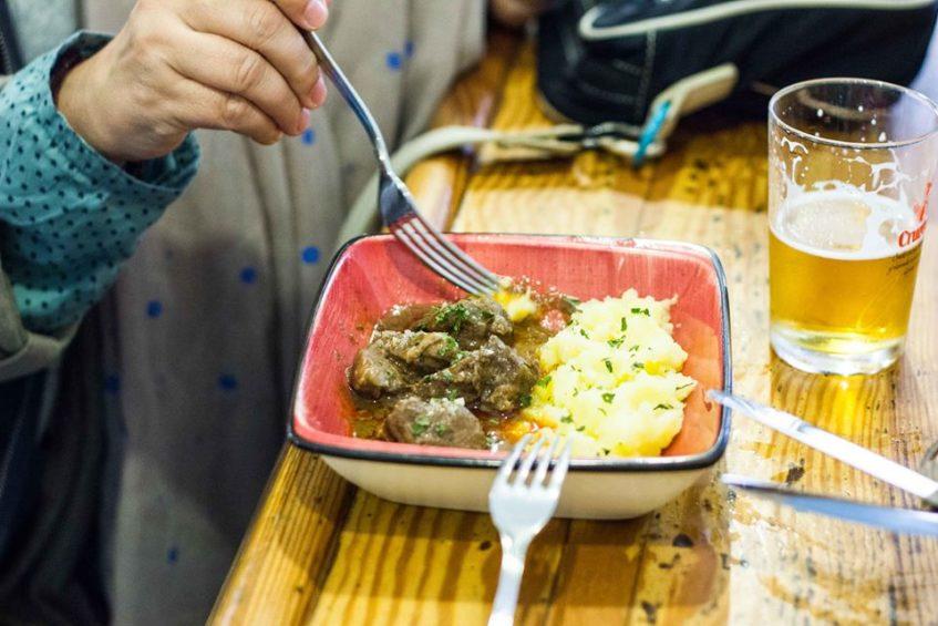 La carrillada ibérica, una de las últimas incorporaciones a la oferta gastronómica del establecimiento. Foto cedida por el Rinconcillo