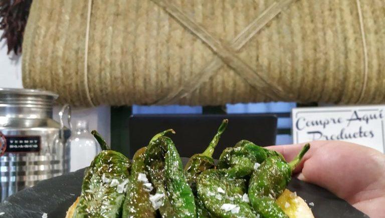 Pimientos fritos cuerno de cabra de Vejer, una de las incorporaciones de la nueva carta. Foto cedida por el establecimiento