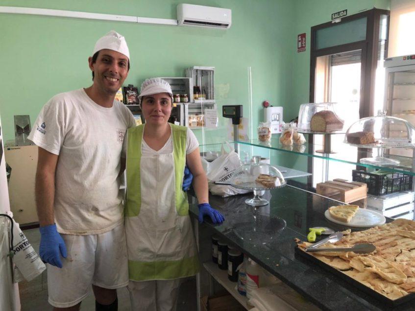 El genovés Fabio Repetto y la alcalareña Míriam González, satisfechos tras una productiva jornada laboral. Foto: CosasDeComé