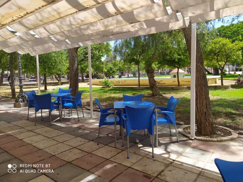 Dos Almas cuenta con una terraza inserta en el Parque Bojuras. Foto cedida por el establecimiento