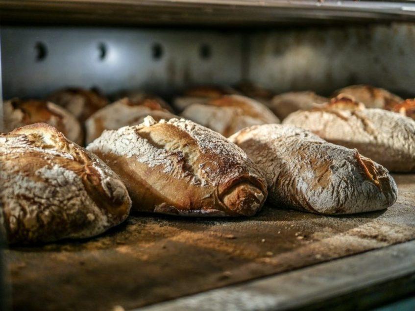 La Esencia cuenta con una veintena de panes artesanales de masa madre. Foto cedida por el establecimiento