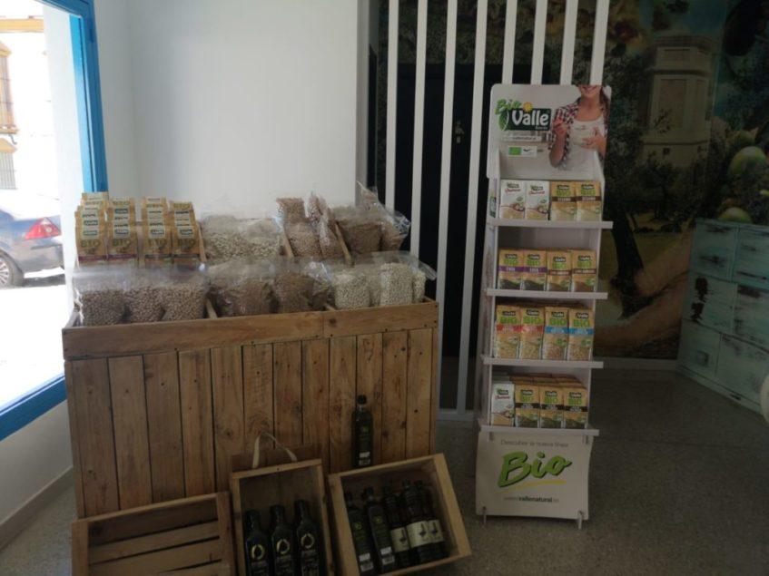 Las bolsas en las que Portillo dispensa las legumbres son biodegradables. Foto cedida por el establecimiento