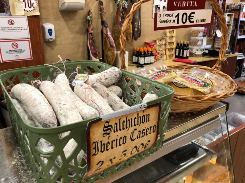 Las tiendas físicas y online de Casa Verita también ofertan embutidos y quesos propios. Foto: CosasDeComé