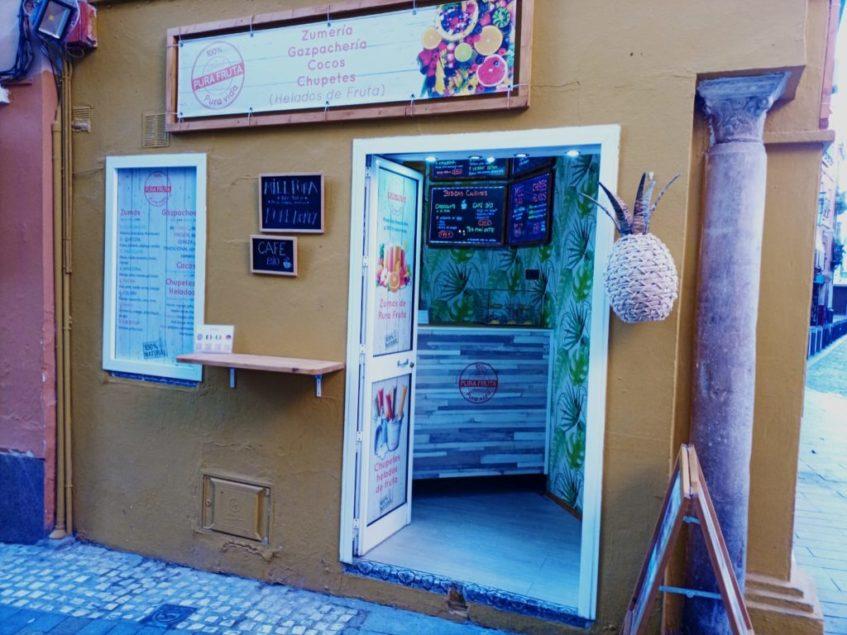 El establecimiento se ubica en la céntrica plaza de la Alfalfa. Foto cedida por Pura Fruta