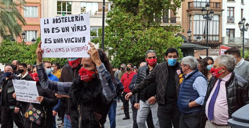3000 hosteleros se manifiestan en Sevilla en defensa del sector
