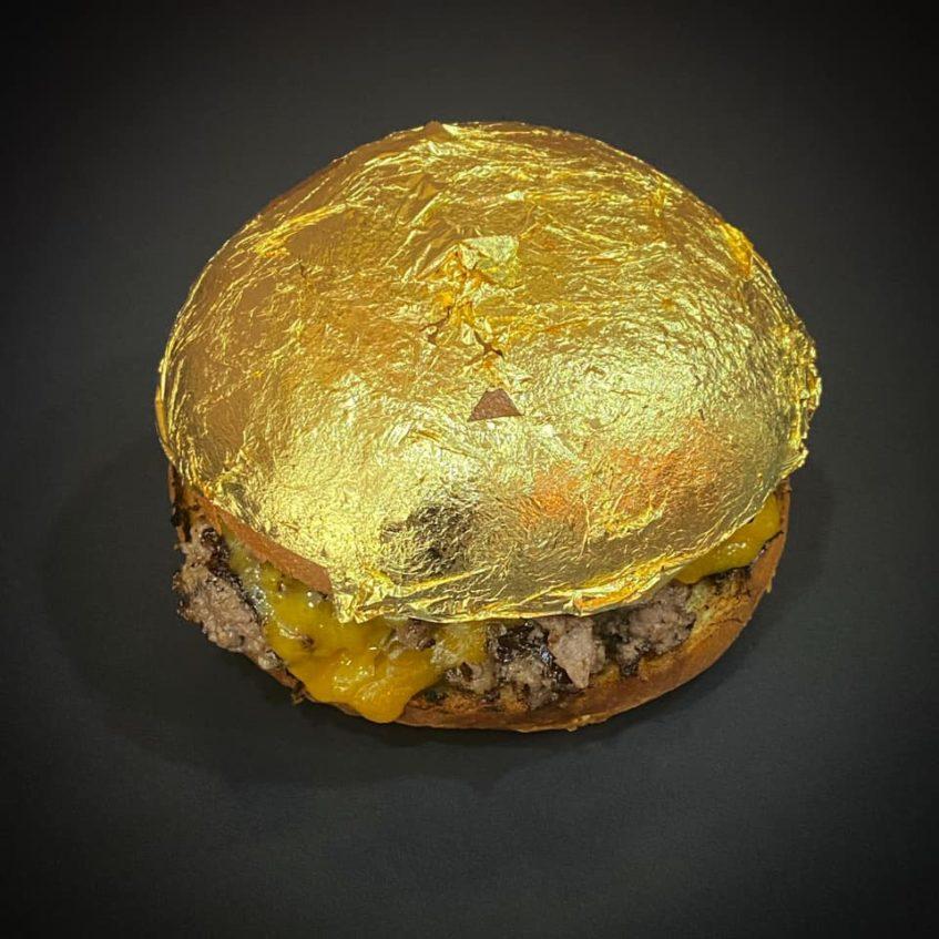 La hamburguesa de oro tan sólo puede consumirse bajo pedido. Foto cedida por el establecimiento