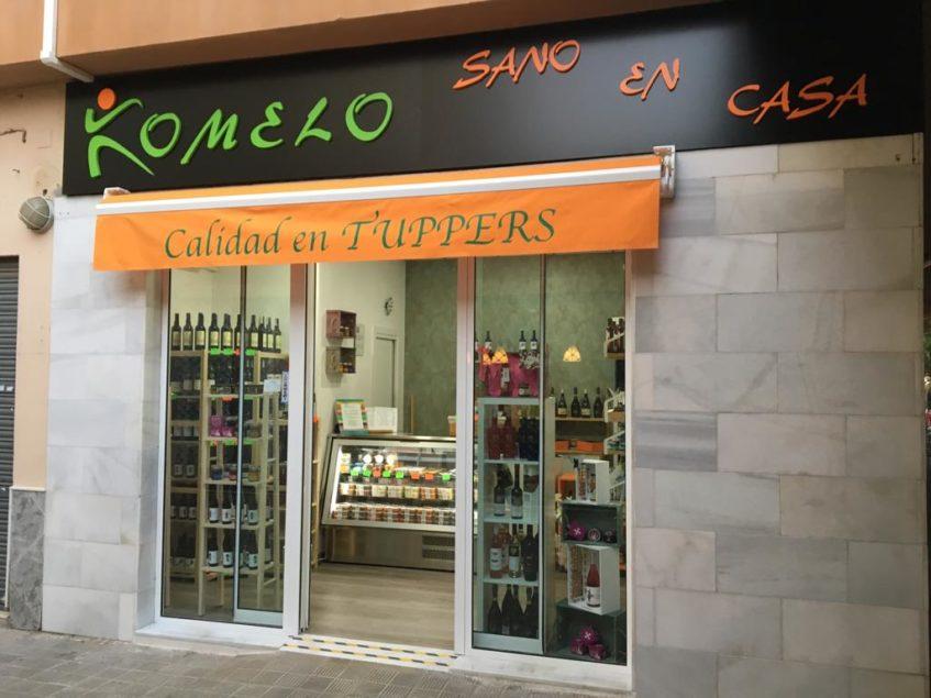 El negocio cuenta con su propia tienda física en Sevilla Este. Foto: Komelo Sano