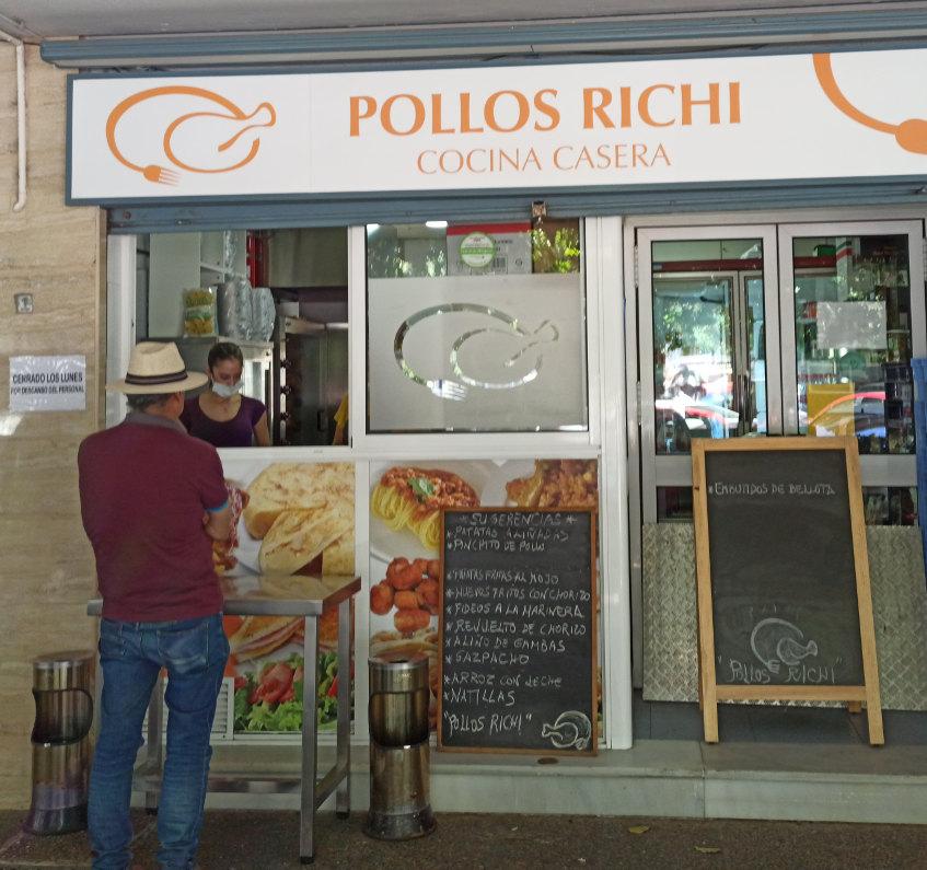 Exterior del despacho de pollos Richi. Foto cedida por el establecimiento