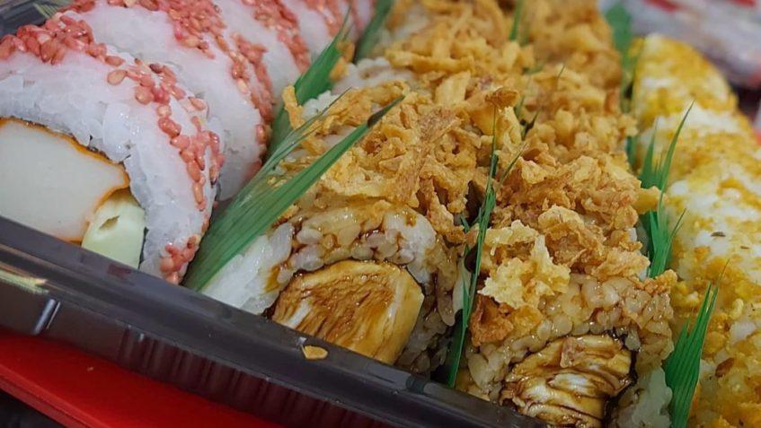 Rebeca Mateo adquirió gran destreza en la preparación de sushi durante el confinamiento de marzo. Foto cedida por el establecimiento