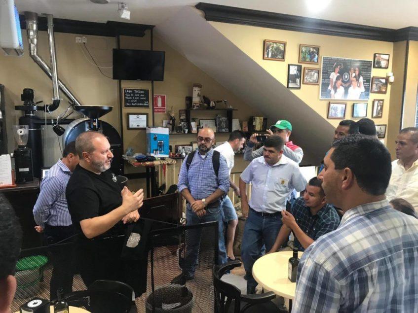 La formación en la cultura del café es una de las prioridades del propietario de Mr.Chava. Foto cedida por el establecimiento