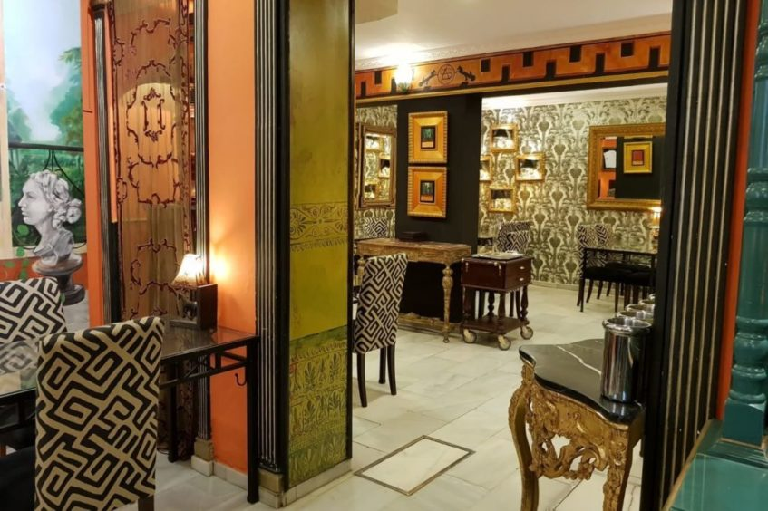 El establecimiento alardea de su decoración elegante y de sus dos zonas, una dedica a las tapas y otra al restaurante. Foto cedida por el establecimiento