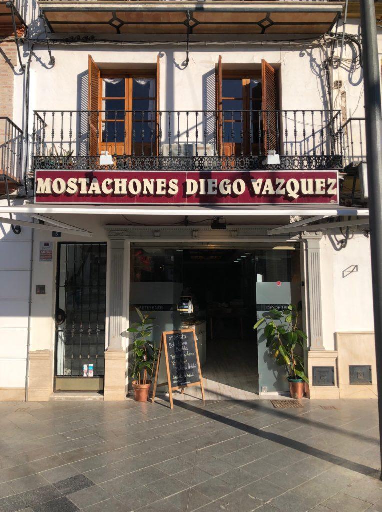 Tienda de Diego Vázquez, ubicada en el centro de Utrera. Foto: CosasDeComé