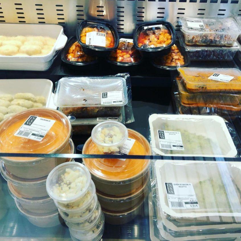 La cocina de Eslava cuenta con una amplio mostrador donde se exponen gran parte de sus especialidades. Foto cedida por el establecimiento.