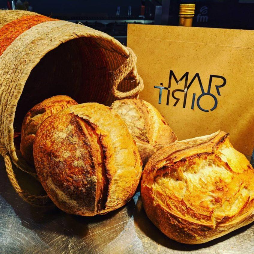 En Martirio elaboran a diario estas hogazas de pan de masa madre. Foto cedida por el establecimiento