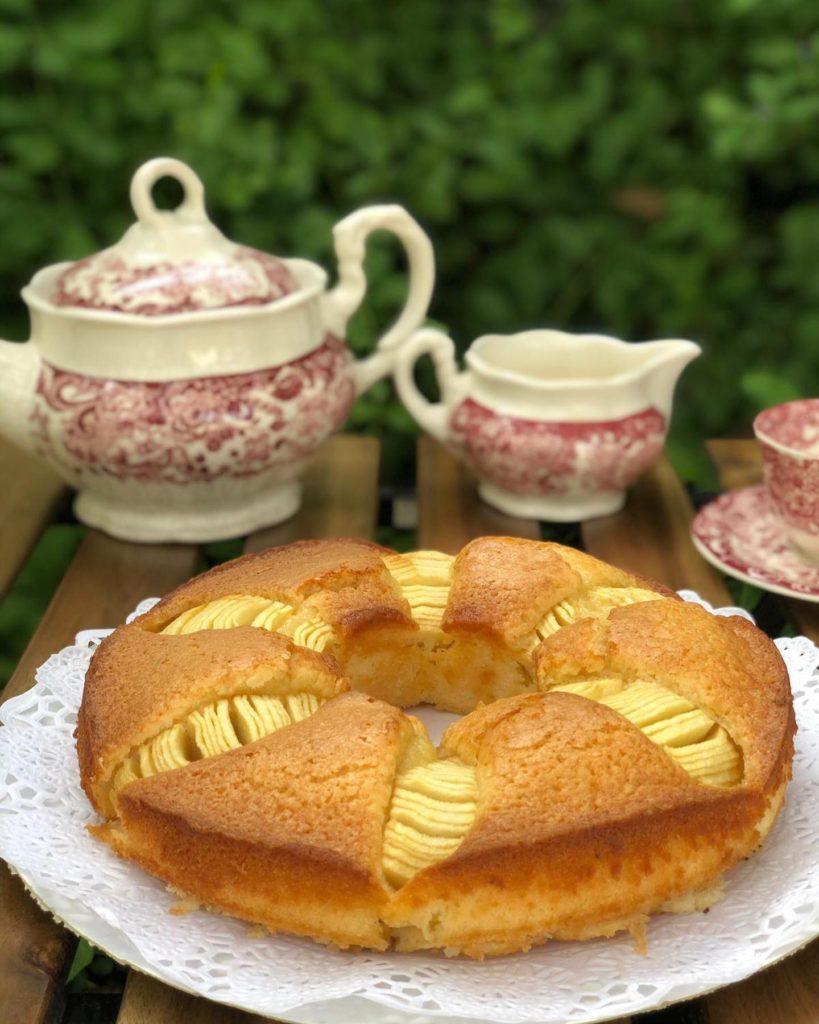 Las tartas de elaboración casera, como esta de manzana, son la especialidad del local. Foto cedida por el establecimiento