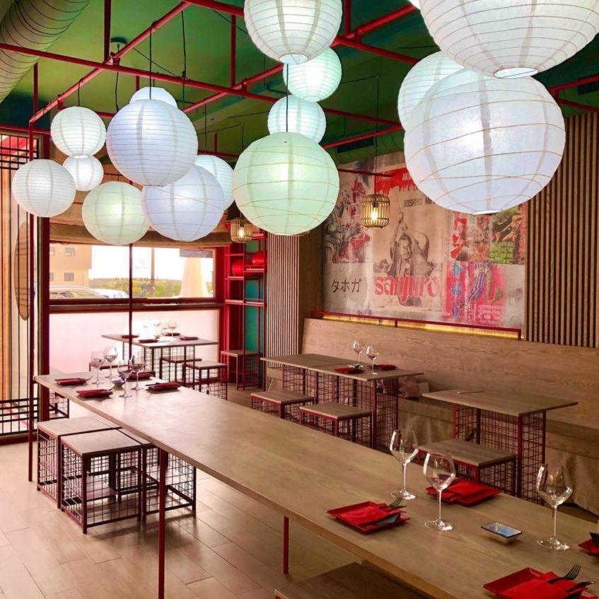 Interior de Taberuya que emula a la típica taberna japonesa de corte informal. Foto cedida por el establecimiento