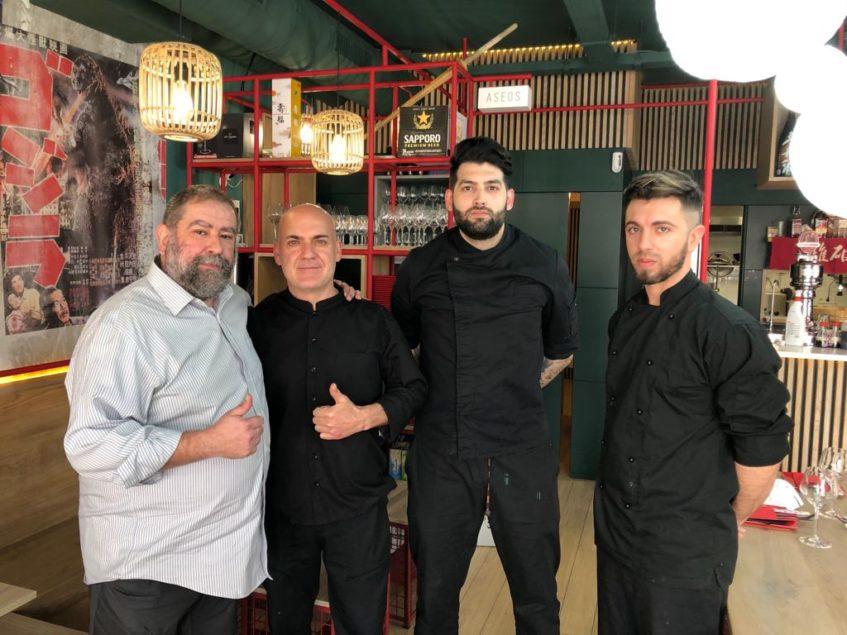El equipo del restaurante: Francisco José Alba, chef y propietario, Joaquín Perujo, gerente, José Sera, sushiman, y Antonio Ramos, chef de cocina caliente.