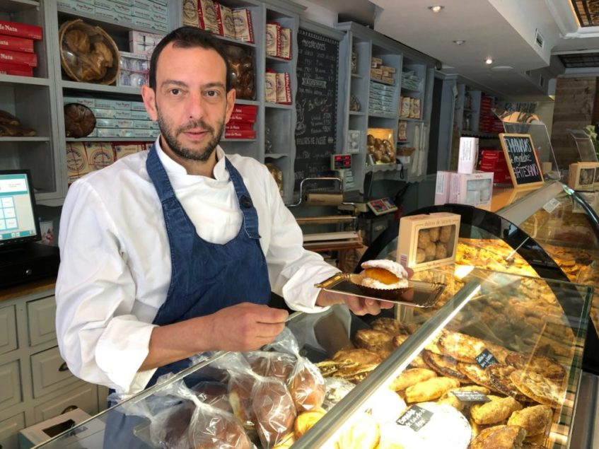 Diego Vázquez reinventa el mostachón añadiéndole nuevos ingredientes. Foto cedida por el establecimiento
