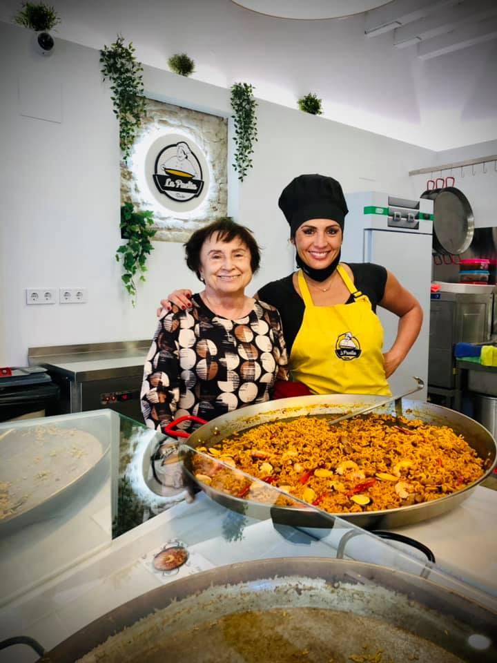 Marta Lara, propietaria de La Paella Sevilla, en su nuevo local. Foto cedida por el establecimiento