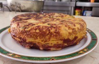 La tortilla de patatas con chorizo de Casa Mármol