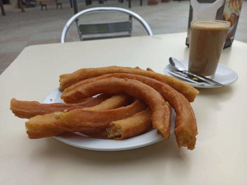 El establecimiento elabora dos tipos de churros y buñuelos, entre otras especialidades. Foto: CosasDeComé
