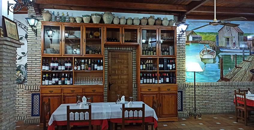 Alacena con vinos