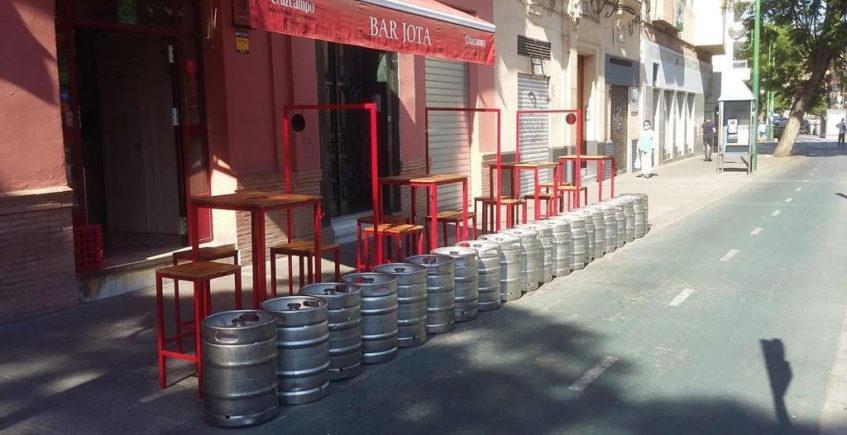 El bar Jota cumple 85 años entre cervezas y bacalao
