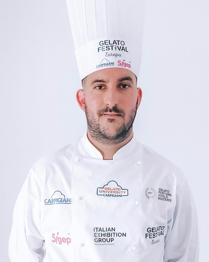 Jeremías Carmona, maestro heladero de la confitería Distinguido. Foto cedida por el establecimiento