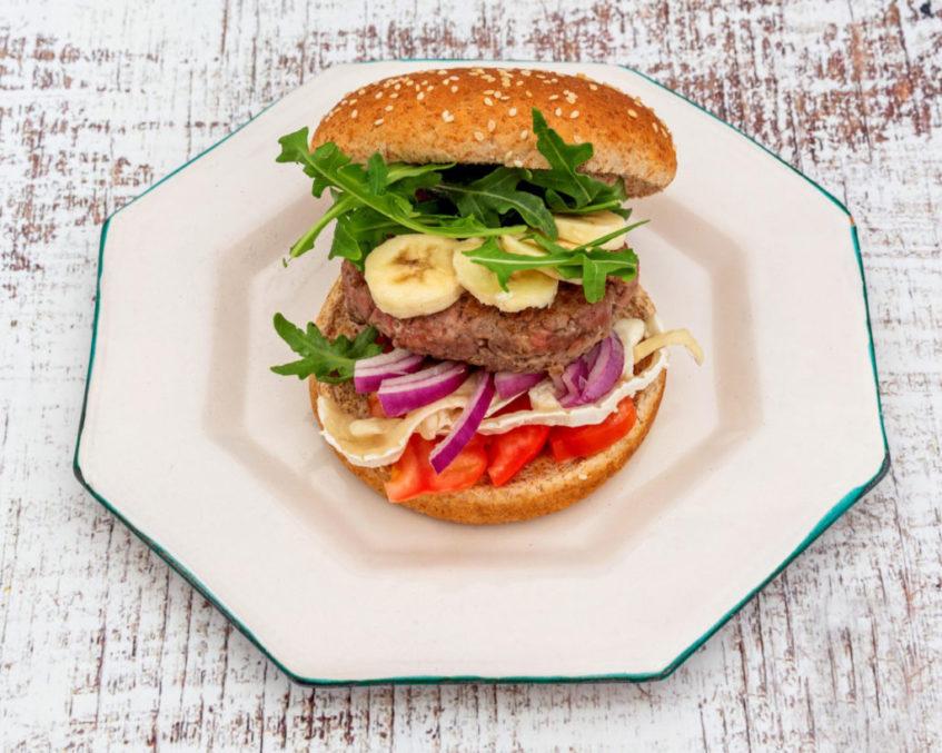 Hamburguesa californiana, uno de los platos principales de Foodthy. Foto cedida por el establecimiento