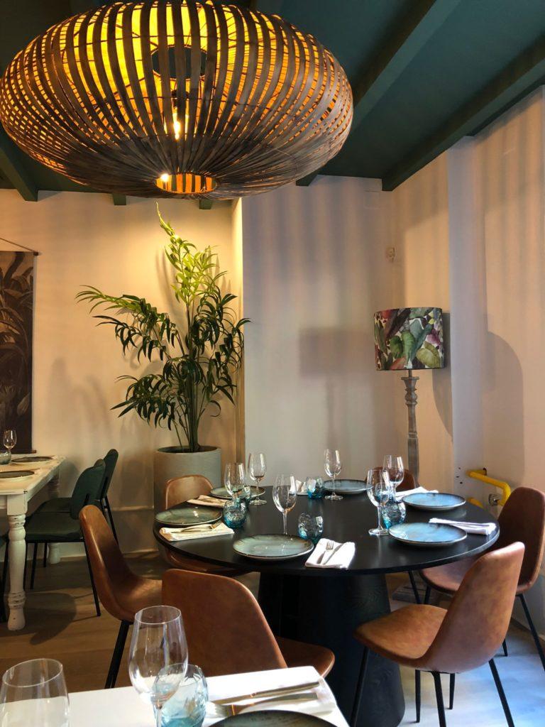 El nuevo establecimiento consta de un salón con numerosas similitudes estilísticas con los de Alcalá de Guadaíra. Foto: CosasDeComé