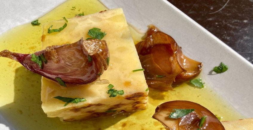 La tortilla de patatas en salsa de la Bodeguita Casablanca