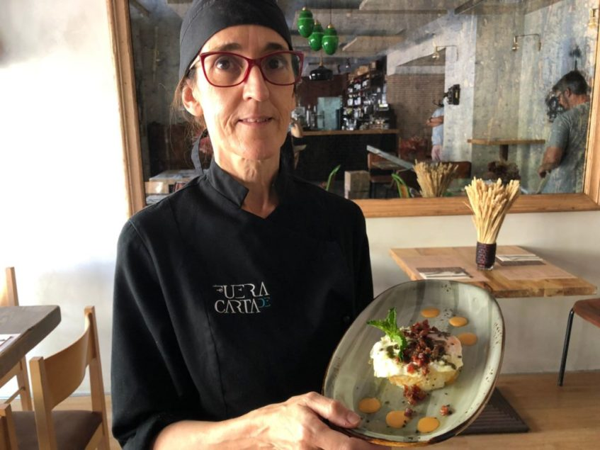 Teresa Fernández Limón, jefa de Cocina de Fuer de Carta, artífice de esta tapa. Foto: CosasDeComé