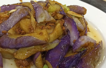 Las berenjenas chinas salteadas del restaurante chino Gusto