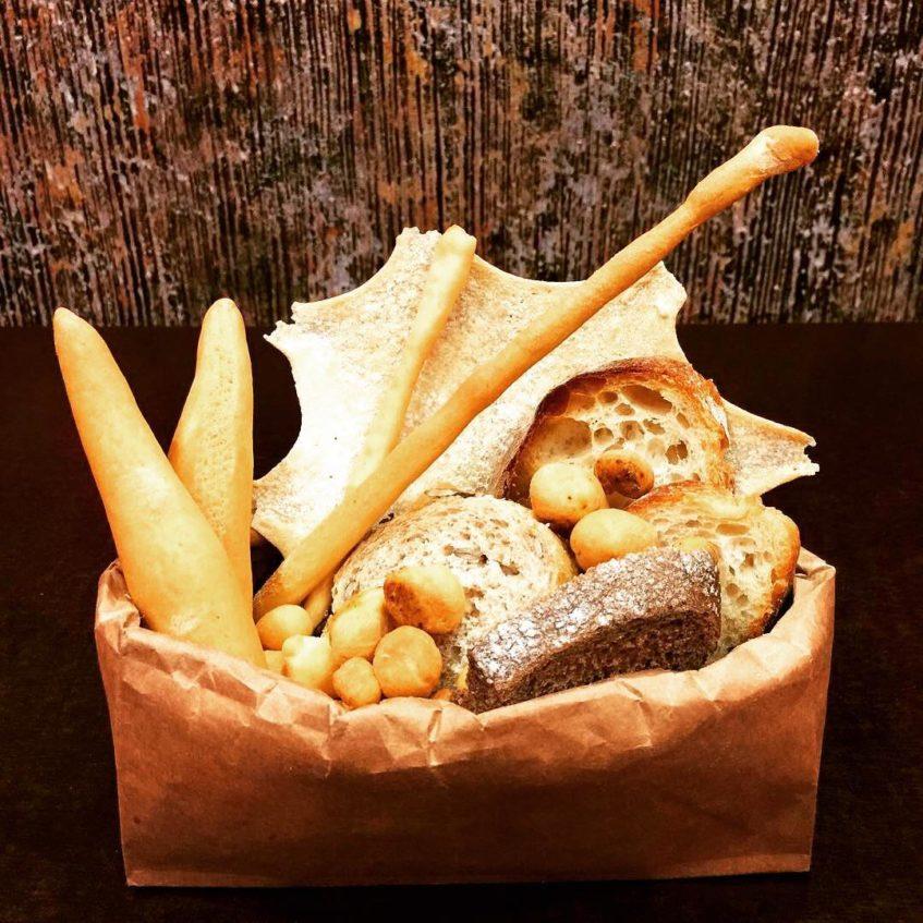 D' Origen desea dotar a bares y restaurantes de Sevilla de una carta especializada de panes y picos. Foto cedida por el establecimiento